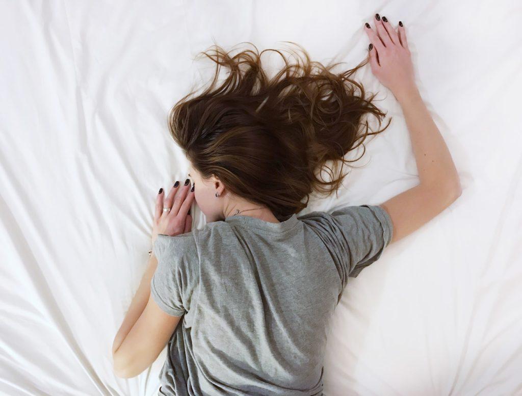 ベッド 寝る